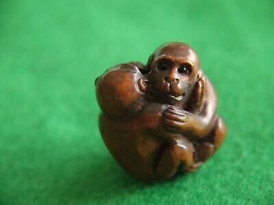 Superb Qlty Antique Signed Wooden Carved Japanese Netsuke Monkey Hugs Ornament