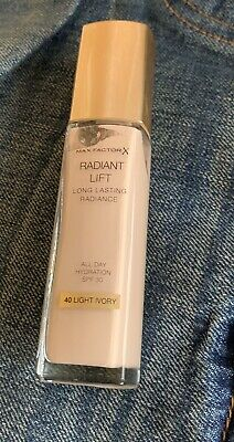 Max Factor Radiant Lift Foundation Long Lasting Radiance 30ml 40 Light Ivory