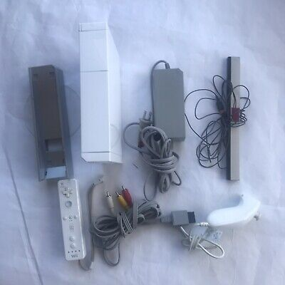 Nintendo Wii RVL-001 Video Game Console Bundle