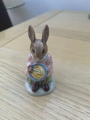 "Lovely Royal Doulton figurine - Buntie Bunnykins ""Helping Mother"" - DB 2"