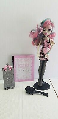 Rochelle Goyle Monster High doll 2011 stand city of frights with stand