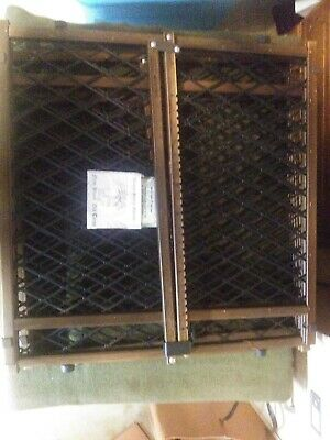 """BABY / PET ADJUSTABLE WOODEN GATE- 25""""-40"""" used"""