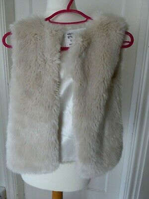 Girls faux fur body warmer/gilet from Primark - Age 6 - 7 years