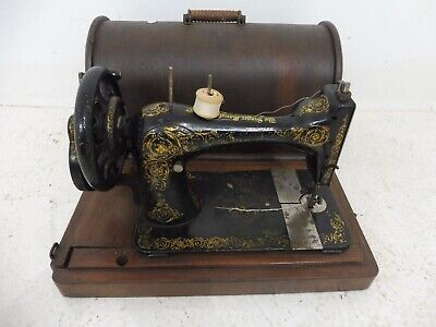 Antique / Vintage Hand Crank Singer sewing machine - Model 28 or 28k