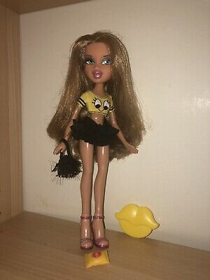Beautiful tan Bratz Yasmin (?) Doll with dirty blonde hair.