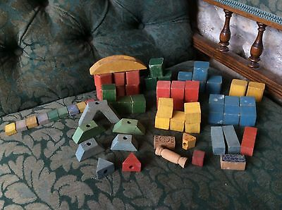 VIINTAGE JOB LOT x 61 ASSORTED WOODEN COLOURED PLAY BLOCKS /LETTERS/CLOCK/ FACE