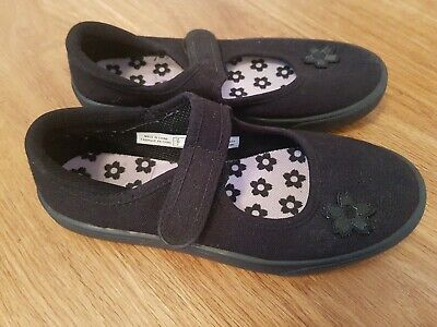 Girl's Clarks Doodles Black Canvas School PE Plimsolls Pumps ~ VGC ~ UK 13 F