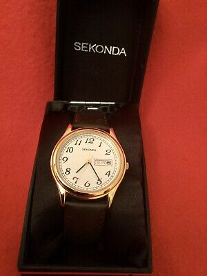 Vintage Sekonda Gents Watch with Brown Leather Strap Classic Design in Box .