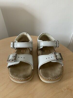 ✨Beautiful White Leather Girls Clarks Summer Sandals Infant Size 4G