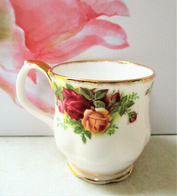 "ROYAL ALBERT   "" Old Country Roses ""  Montrose Mug   Excellent Condition"