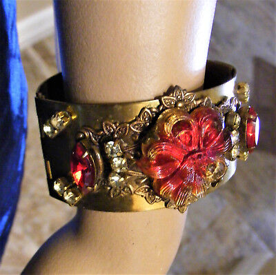 ANTIQUE ETRUSCAN REVIVAL Jeweled Red Stone WIDE Hinged BANGLE BRACELET Victorian