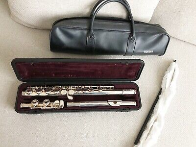 """Yamaha """" YFL 211S """"  flute with case and soft carrier"""