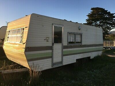 20 ft 80's Viscount caravan