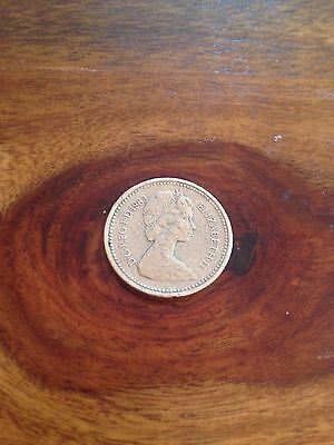 Elizabeth II 1983 One Pound Coin      Royal Arms representing  UK