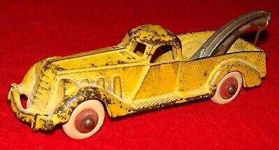 Antique Hubley Cast Iron Toy Tow Truck / Wrecker w/ White Rubber Wheels
