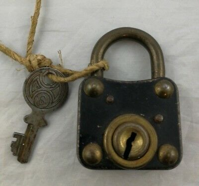 Vintage Henry Squire Willenhall Staffs Padlock / Made In England