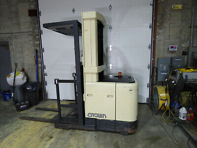 """Crown SP3000 Orderpicker 2450 Hours Good Battery 148"""" Height With Charger"""