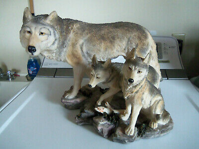 Vintage Wolf Family Resin Female & 2 pups Statue 12x12x9