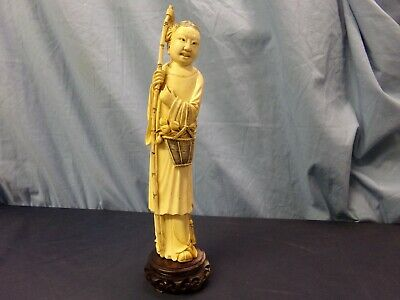 Carved Chinese figure statue / Figure