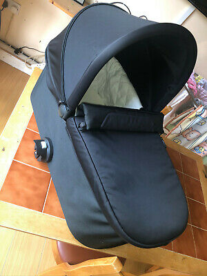 Baby Jogger Deluxe Pram Carrycot Black Immaculate