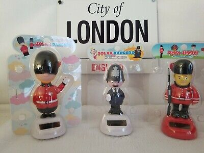Solar Power Dancing Queen Elizabeth With Her Guards Set Of 3 Bobblehead Toys New