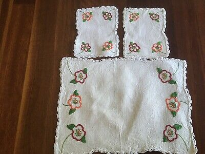Vintage Linen Geraniums Floral hand embroidered 3 Doily Duchess Set exc