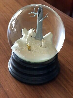ART MUSEUM COLLECTION SNOW GLOBE Walte Martin and Paloma Munoz