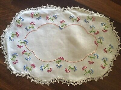 Pretty vintage linen embroidered Red Blue Scattered Daisies Centrepiece Doily Ex