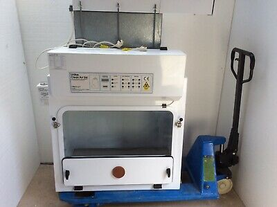 Atlas Clean Air Ltd  Saftey Biogoical Microbiology Cabinet Low Hours 54 hr 2006.