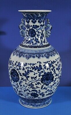 Antique Chinese blue-white hand painted vase