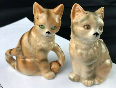 Vintage kitty cats with yarn ball salt +pepper shakers Japan
