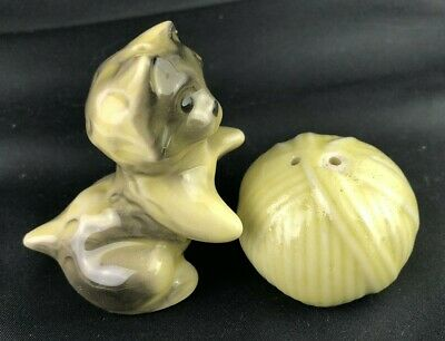 Vintage Playful Cat Kitten and ball yarn Salt Pepper shakers