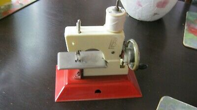 Vintage toy sewing machine Little Betty VGC Working order