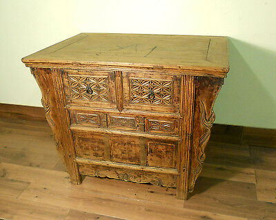 """Antique Chinese """"Butterfly"""" Coffer (5677), Circa 1800-1849"""