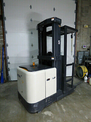"""Crown SP3000 Orderpicker 3021 Hours Good Battery 210"""" Height With Charger"""
