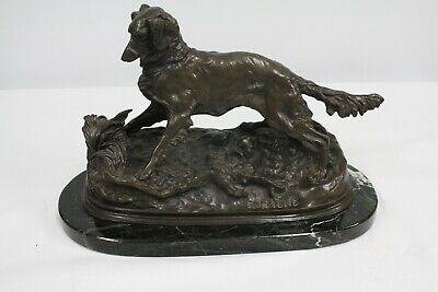 Bronze sculpture signed by the artist.