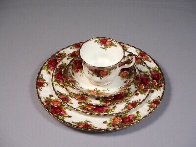 Royal Albert Old Country Roses 4 - 5 pieces place setting - total 20 pieces