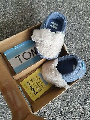 Baby boy Toms first size/crib shoe. blue&fur Brand new unused.