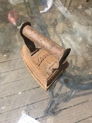 Antique  Sad Iron Flat Iron Old Cast Iron Siddons 7 R England needs restoring