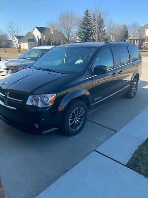 2017 Dodge Grand Caravan SXT 2017 Dodge Grand Caravan SXT - HANDICAPPED Rear Entry Ramp - Excellent Condition