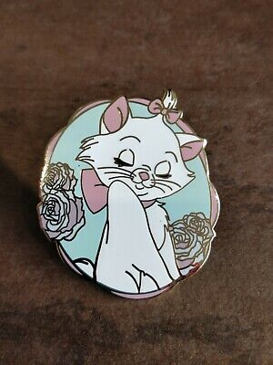 .Disney Fantasy Pin MARIE LOOKING OVER HER SHOULDER (THE ARISTOCATS) LARGE PIN