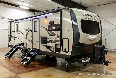 2020 26FKBS Flagstaff Super Lite Used Front Kitchen Travel Trailer Nearly New