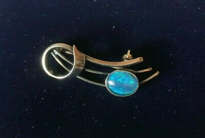 Vintage Art Nouveau Solid silver brooch with a doublet opal