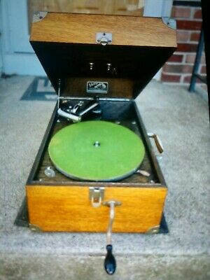 Victor Victrola portable phonograph, model VV-50. Clean and working!