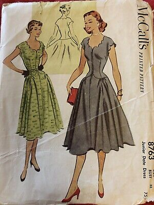 McCall's Vintage Dress Pattern. Scalloped Necklline And Sleeves. 1940's Size 15