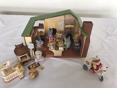 Sylvanian Families Watermill Bakery and  Pizzeria.  Includes Baker and others