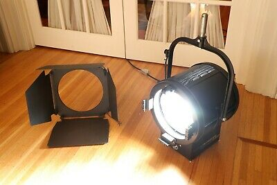 "Mole-Richardson 400W Junior LED 10"" Daylite Fresnel #8871 with BarnDoor"
