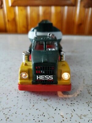 HESS TRUCK 1972 in good condition with working lights. Collectible.