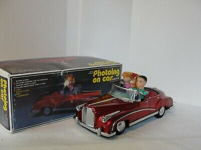 Vintage Red China ME 630 Photoing on Car Tin Battery Op Light Sound w/Box Works