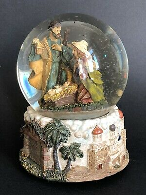 VINTAGE WIND-UP MUSICAL NATIVITY SNOW GLOBE Holy Family Christmas Glitter Carol